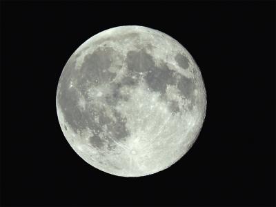 月みる月の月