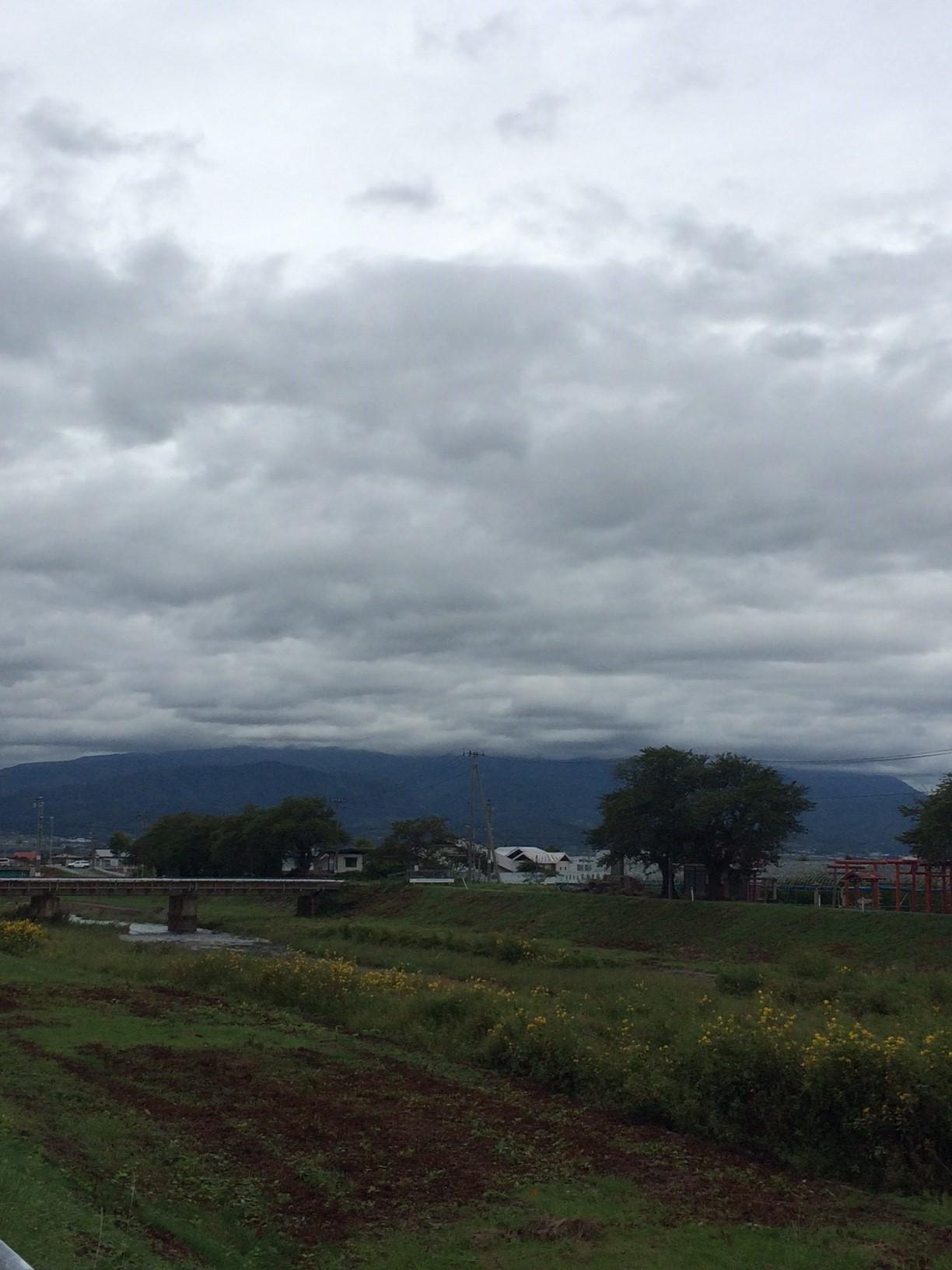 1-1 月山に雲