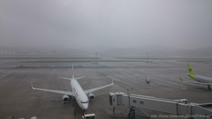 雨の国際線ターミナル