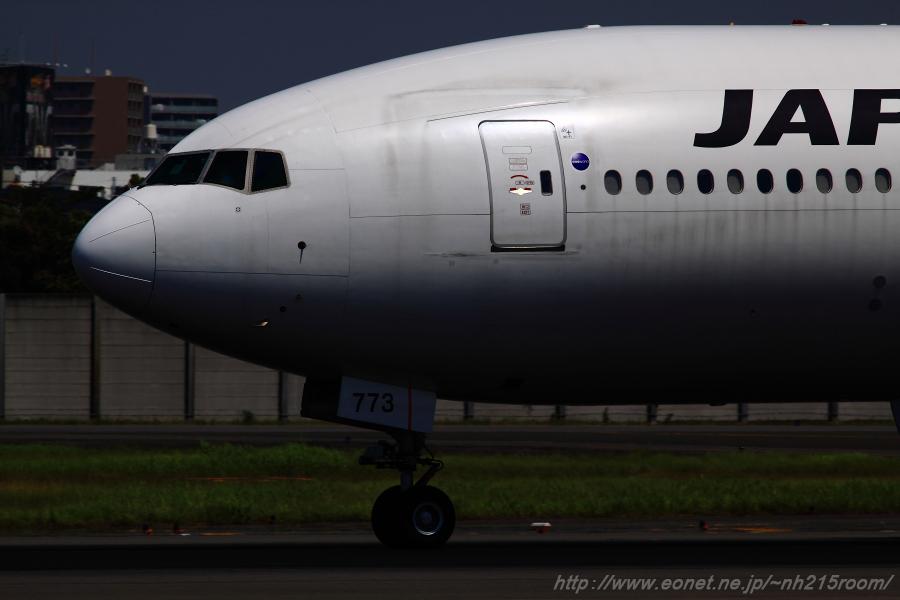 JAL B777-246 / JA773J@伊丹スカイパーク南駐車場
