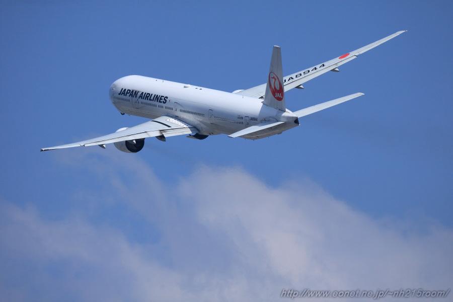 JAL B777-346 JAL2081 JA8944
