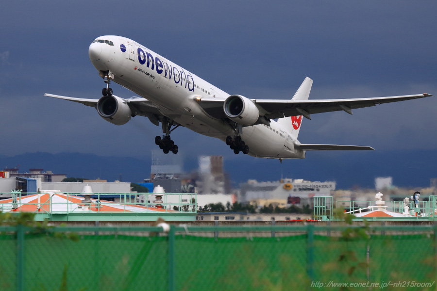JAL B777-346 / JA752J@RWY14Rエンド・リサイクルセンター周辺
