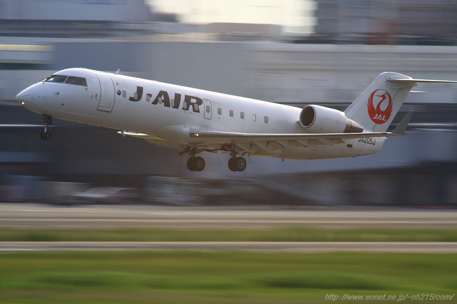J-AIR CRJ-200ER / JA205J@RWY14Rエンド・猪名川土手