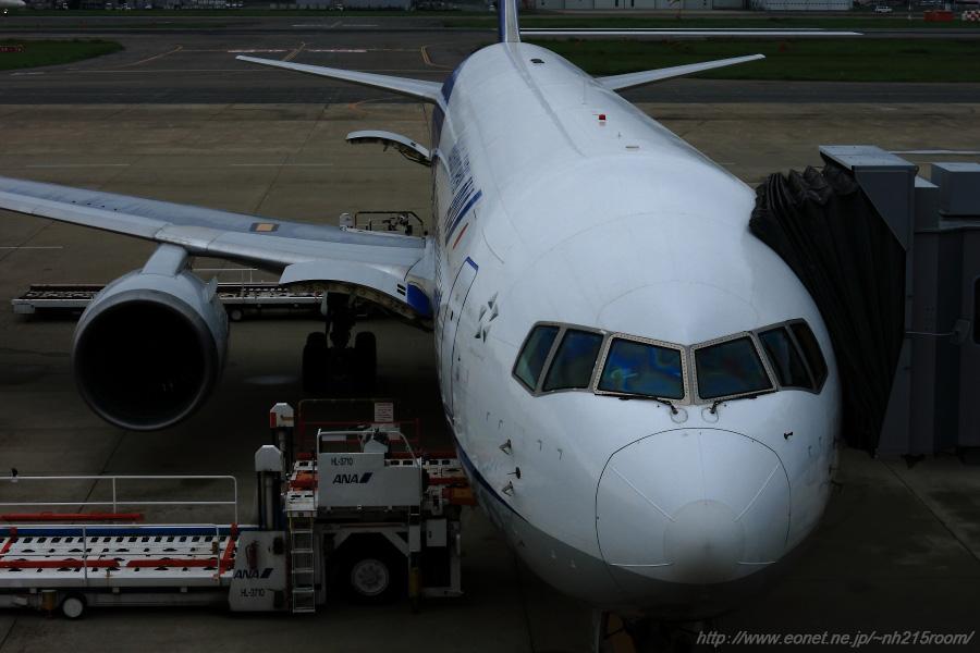 ANA B767-381@福岡空港第1ターミナル送迎デッキ