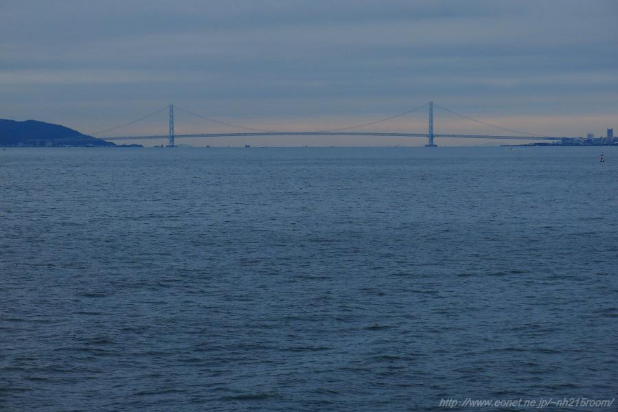 夜明けの明石海峡大橋@阪九フェリー船上