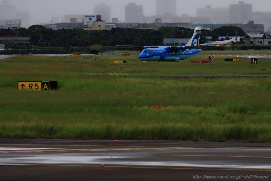 AMX ATR-42 / JA01AM@エアフロントオアシス下河原沿道