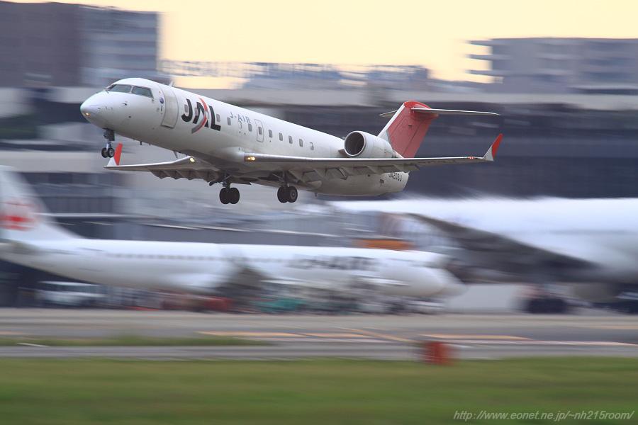 J-AIR CRJ-200ER / JA203J@RWY14Rエンド・猪名川土手