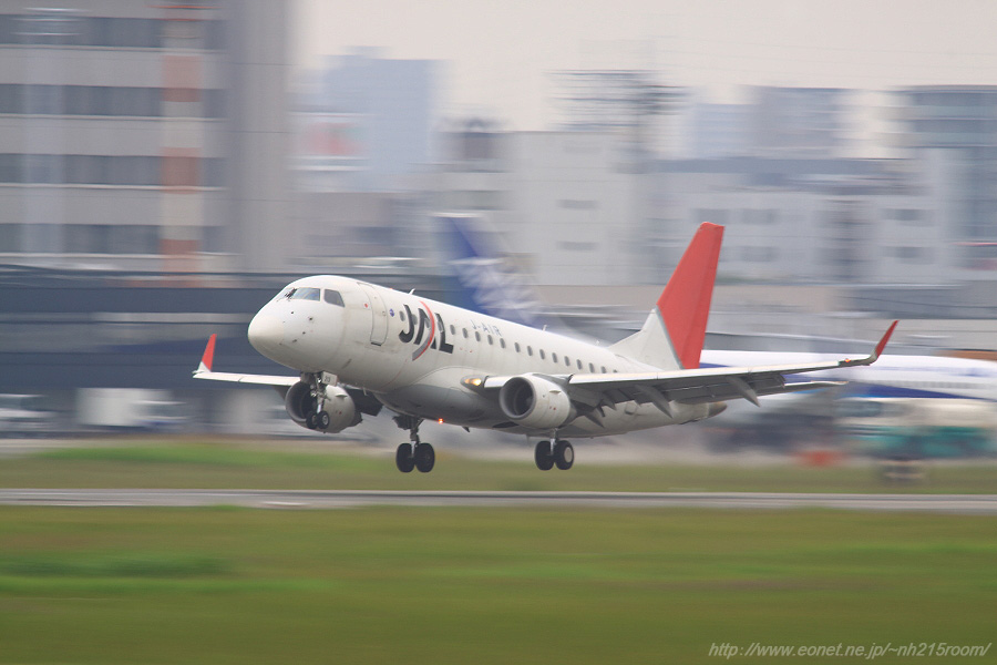 J-AIR ERJ170-STD / JA213J@RWY14Rエンド・猪名川土手