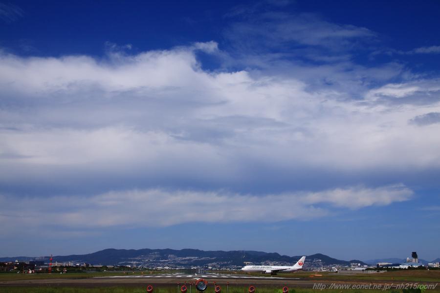 今日の千里川土手の空&JAL B767-346ER / JA612J@RWY32Lエンド・千里川土手
