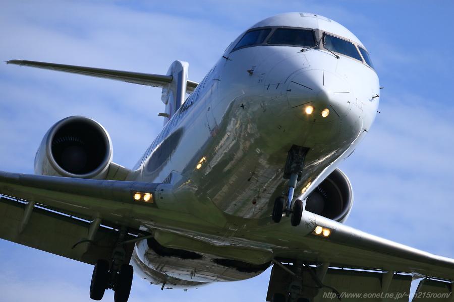 J-AIR CRJ-200ER / JA208J@RWY32Lエンド・千里川土手