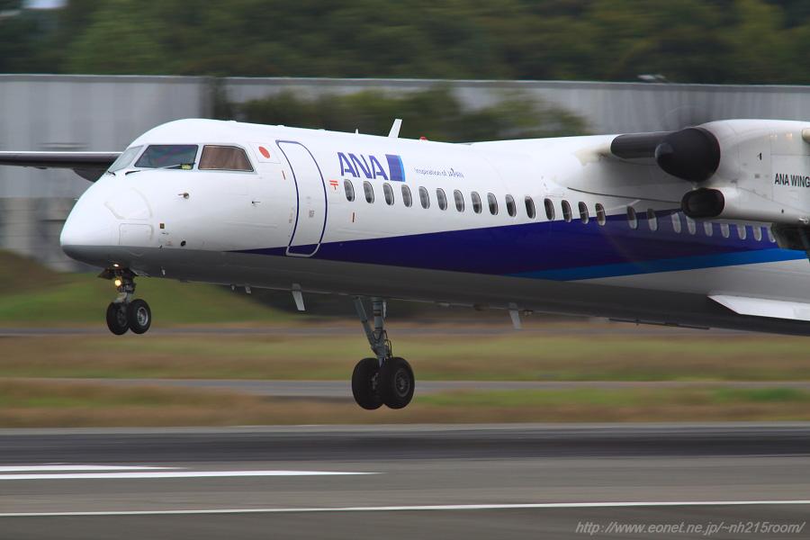 ANA WINGS DHC-8-402Q / JA853A@伊丹スカイパーク南駐車場