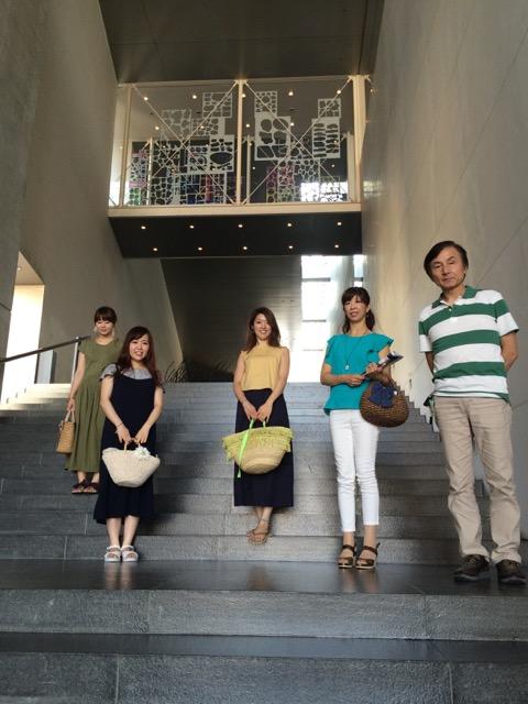 美術館外階段