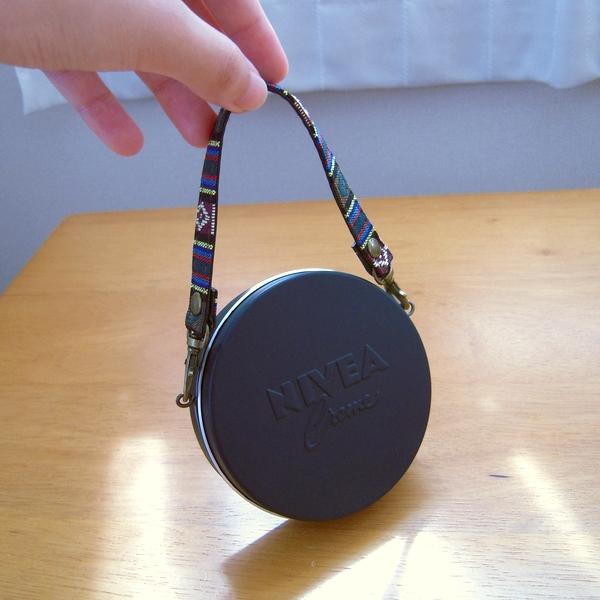 ニベア缶バッグ