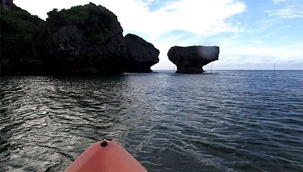 沖縄の海、青の洞窟の写真