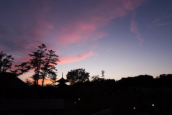 夕焼け空と五重塔