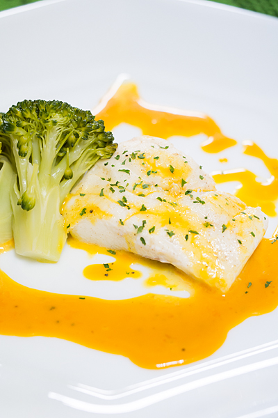 鯛の卵黄ソース
