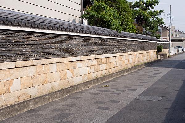 住吉屋の塀