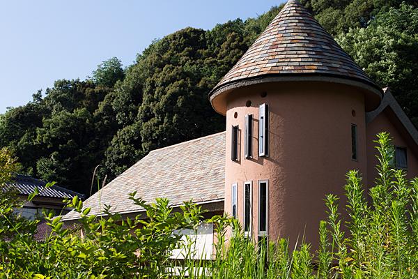 三角錐屋根の家