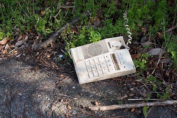 古いプッシュホンの電話