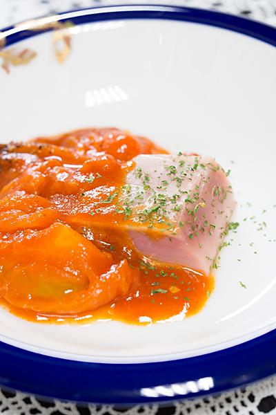 マグロのトマトソース