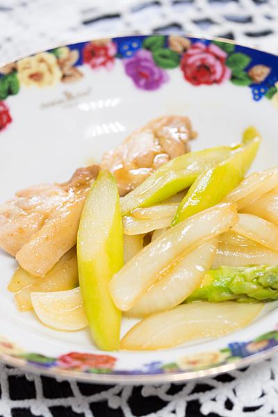 鶏肉タマネギアスパラ