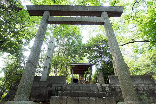 八龍神社をあおって撮る