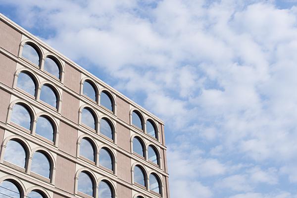 空ビルと青空