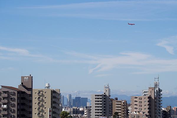 名古屋の街並みの上を行く