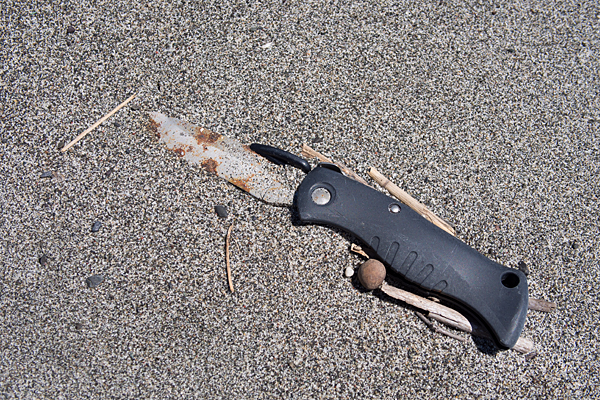 浜辺のナイフ