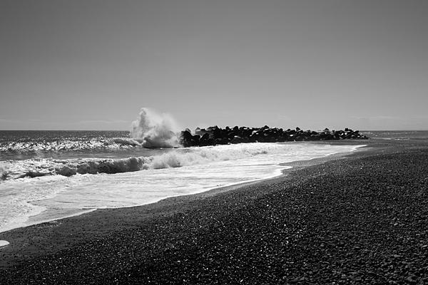 波消しブロックと波しぶき