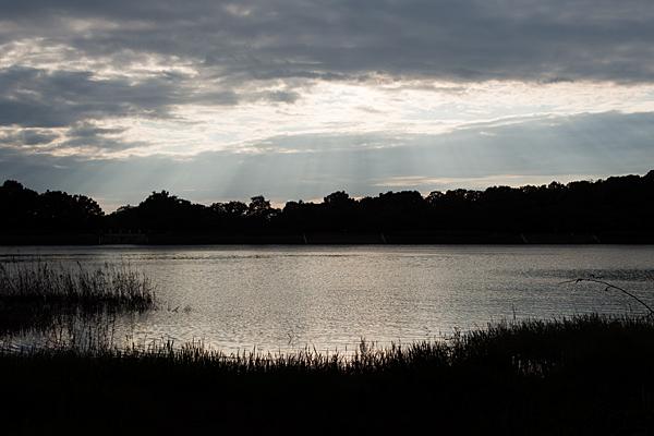 竜巻池の夕景