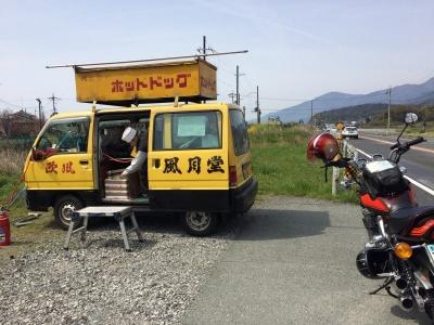 黄色のトラック 目立ちます(笑)