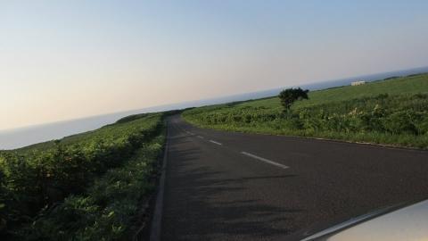 能取岬へ降りていく道が素敵でした。今度は自転車できたいなぁ。