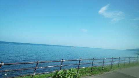 斜里バスの中から見えるオホーツク海、綺麗~♪