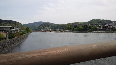 宇治川。プチ嵐山の様相です。
