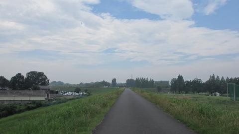 荒川自転車道、雲が多めだったので少し楽でした。