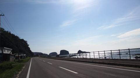 ウトロの町まであと少し、ちょっとだけ快適な平坦道
