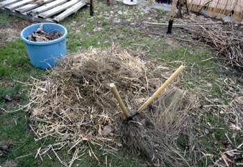 201604 堆肥化のために繊維質を切り刻む
