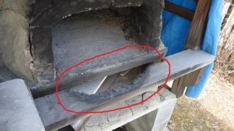 201605 粘土窯の補修 窯口の横木が炭化