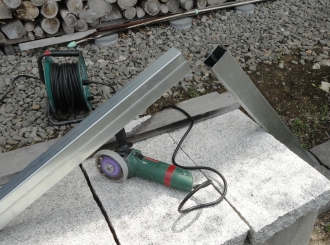 201605 粘土釜の補修 軽量鉄骨を切断
