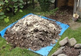 201609 堆肥攪拌作業 米ぬかを混ぜてみる