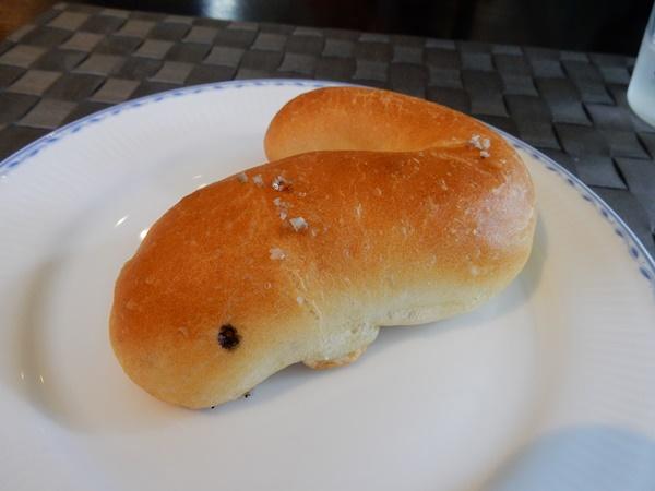 うなぎ型の塩パン