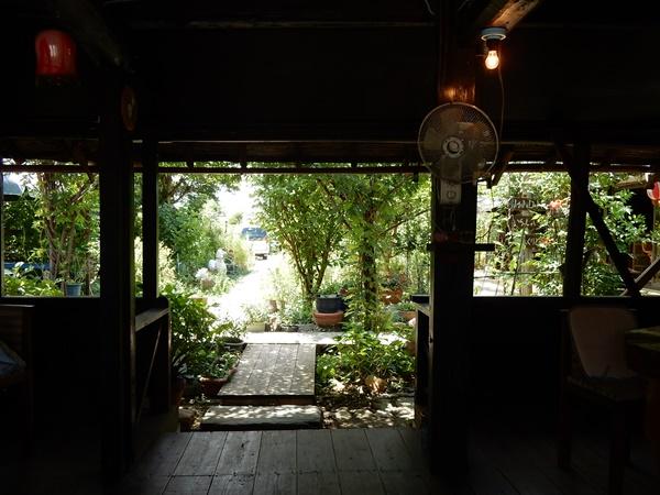 テラス席から庭の様子