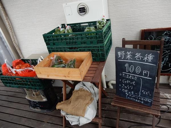 お野菜販売も