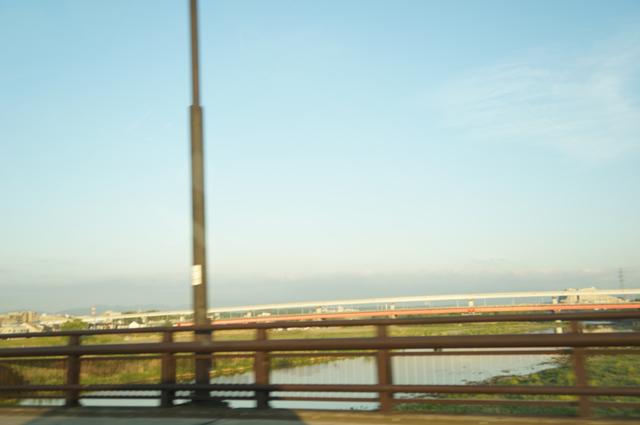 早朝の多摩川日野橋