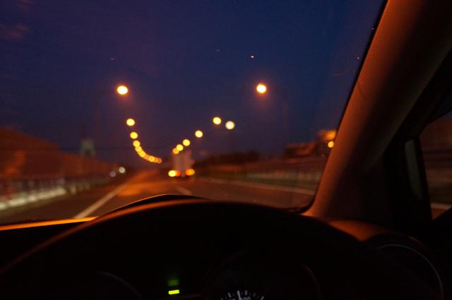 中央道の照明を見ながら