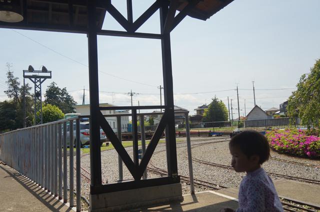 とある鉄道の駅舎にて