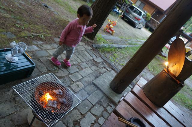 子供と七輪とカーバイトランプ