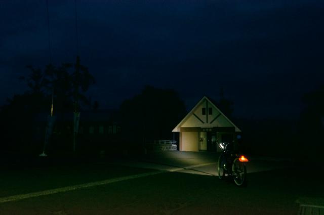 フキプランニングFK310 LAⅢ と夜明け前の土市駅