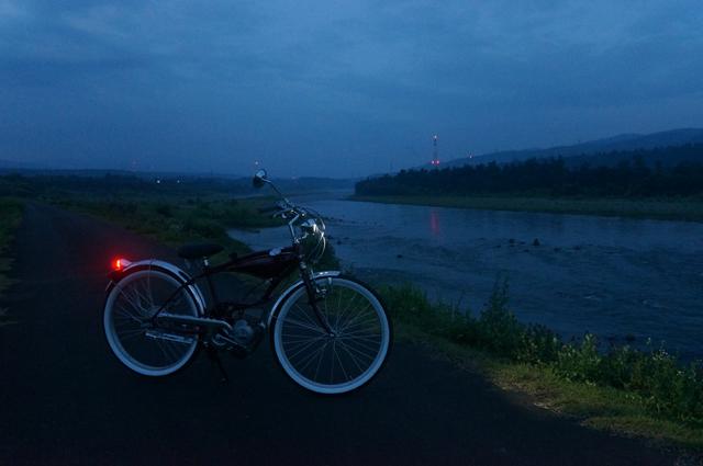 フキプランニングFK310 LAⅢ と夜明け前の信濃川